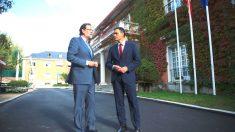 El presidente del PP, Mariano Rajoy, junto al líder del PSOE, Pedro Sánchez. (Foto: EFE)