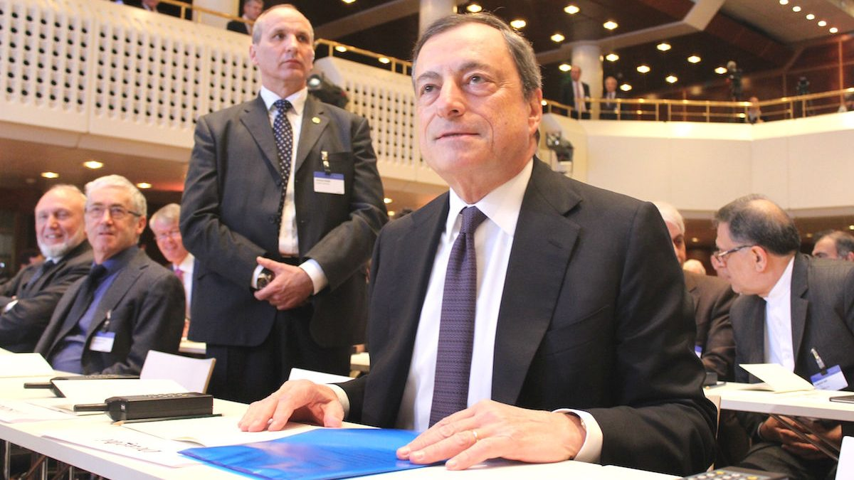 Mario Draghi en una reunión (Foto: GETTY)