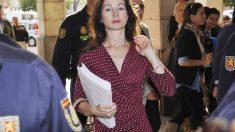 Mercedes Alaya llegando a los juzgados de Sevilla. (Foto: EFE)