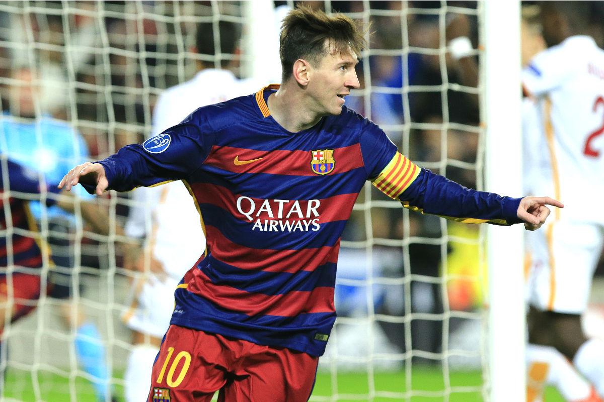 Leo Messi celebra el primer gol que marcó ante la Roma. (AFP)