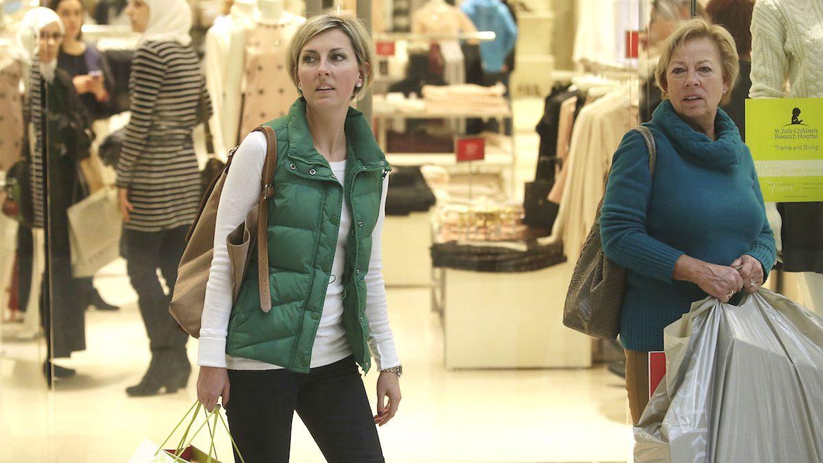 Mujeres comprando en Centro Comercial (Foto: GETTY)
