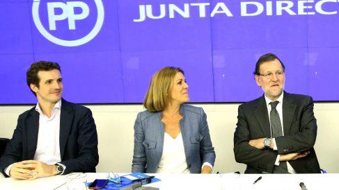 Pablo Casado, María Dolores de Cospedal y Mariano Rajoy en la Junta Directiva Nacional. (Foto: EFE)