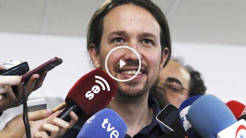 Pablo Iglesias responde a los periodistas.