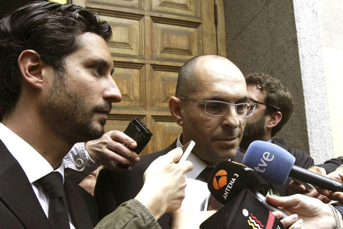 El abogado Cándido Conde-Pumpido Varela (a la izquierda), junto al juez Elpidio Silva (Foto: Efe)