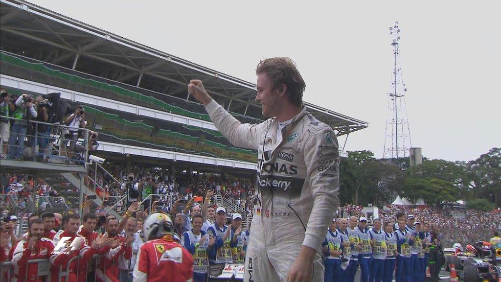 Rosberg celebra su victoria en Brasil