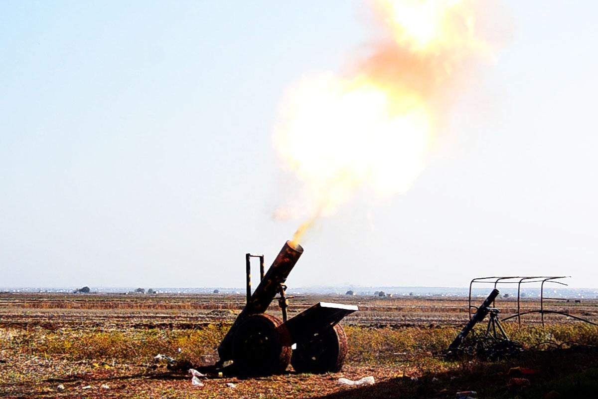 Opositores sirios apoyados por EE UU luchan contra el Estado Islámico (Foto: Getty)