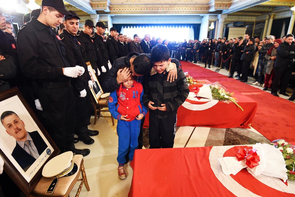 Túnez llora a sus fallecidos en el atentado terrorista (Foto: AFP)