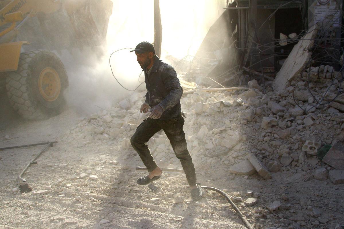Ruinas en Alepo tras un bombardeo. (Foto: AFP)