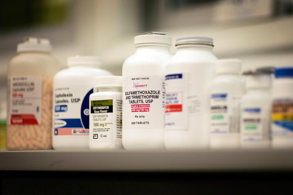 Un 44% cree erróneamente que sólo pueden volverse resistentes a los antibióticos aquellos que abusan. (Foto: Getty)