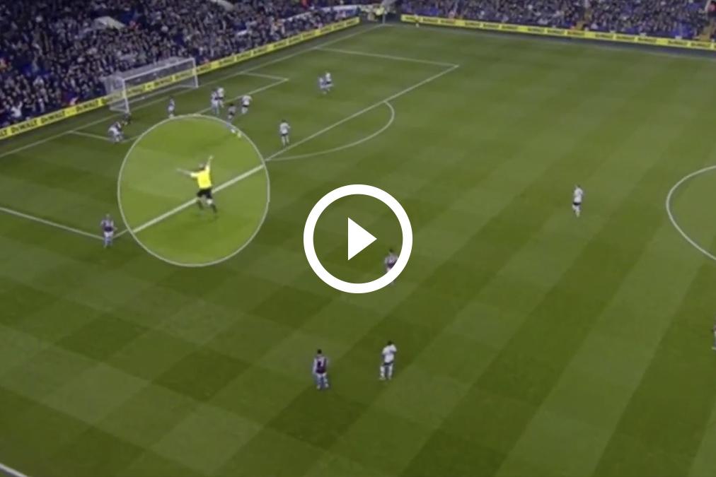 Conozca al árbitro que festeja goles en la liga inglesa
