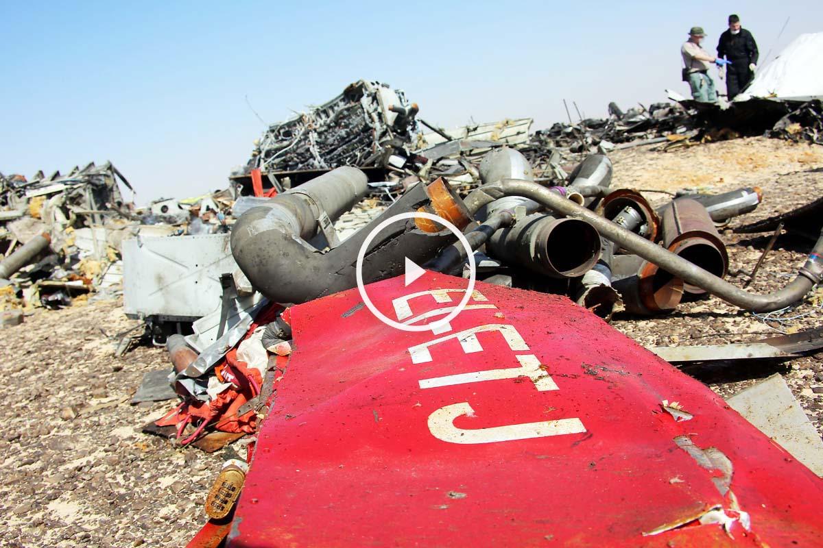 Restos del avión ruso que están siendo estudiados. (Foto: Getty)