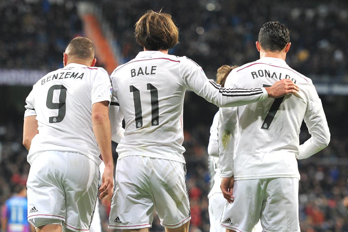 Bale, Benzema y Cristiano celebran un gol en el Bernabéu. (Getty)
