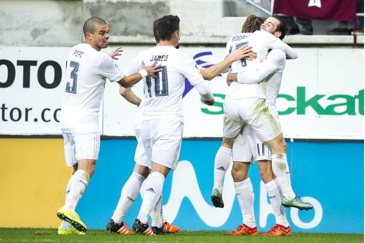 Los jugadores del Madrid celebran el primer gol ante el Eibar. (Getty)