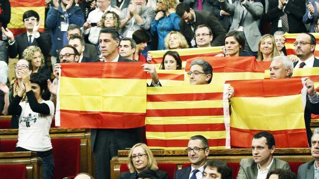 PP, PSOE y C'S apoyan un nuevo proyecto que luchará contra el «adoctrinamiento independentista»
