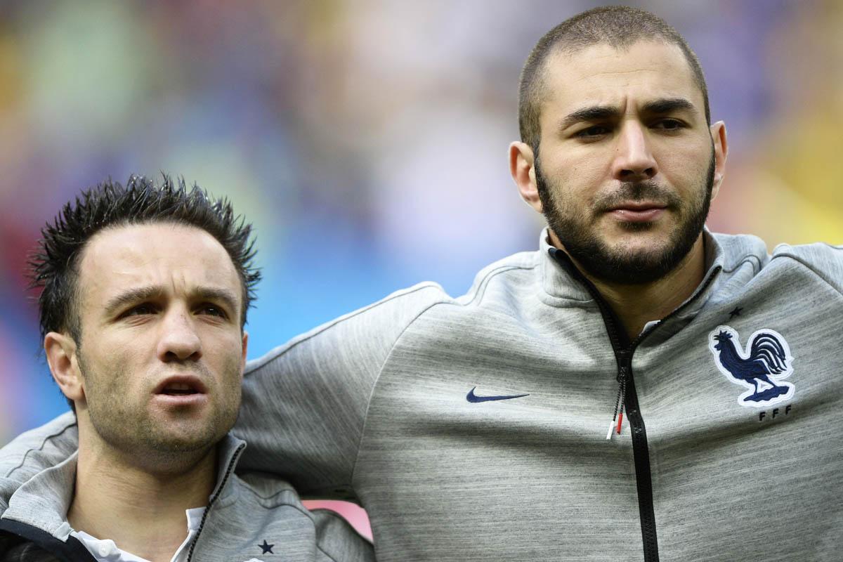 Valbuena y Benzema antes de un partido de la selección francesa. (Foto: AFP)