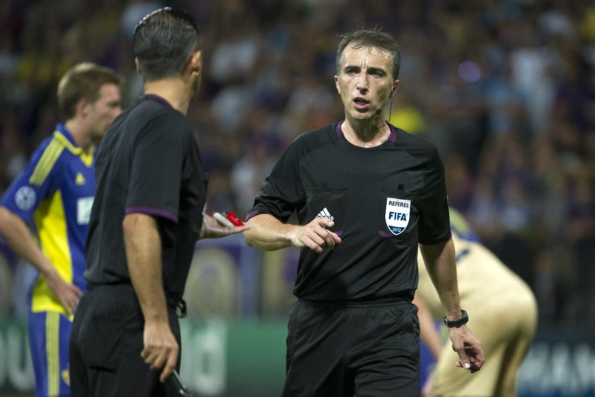 Fenández Borbalán junto a su asistente durante un partido internacional (Foto: AFP)