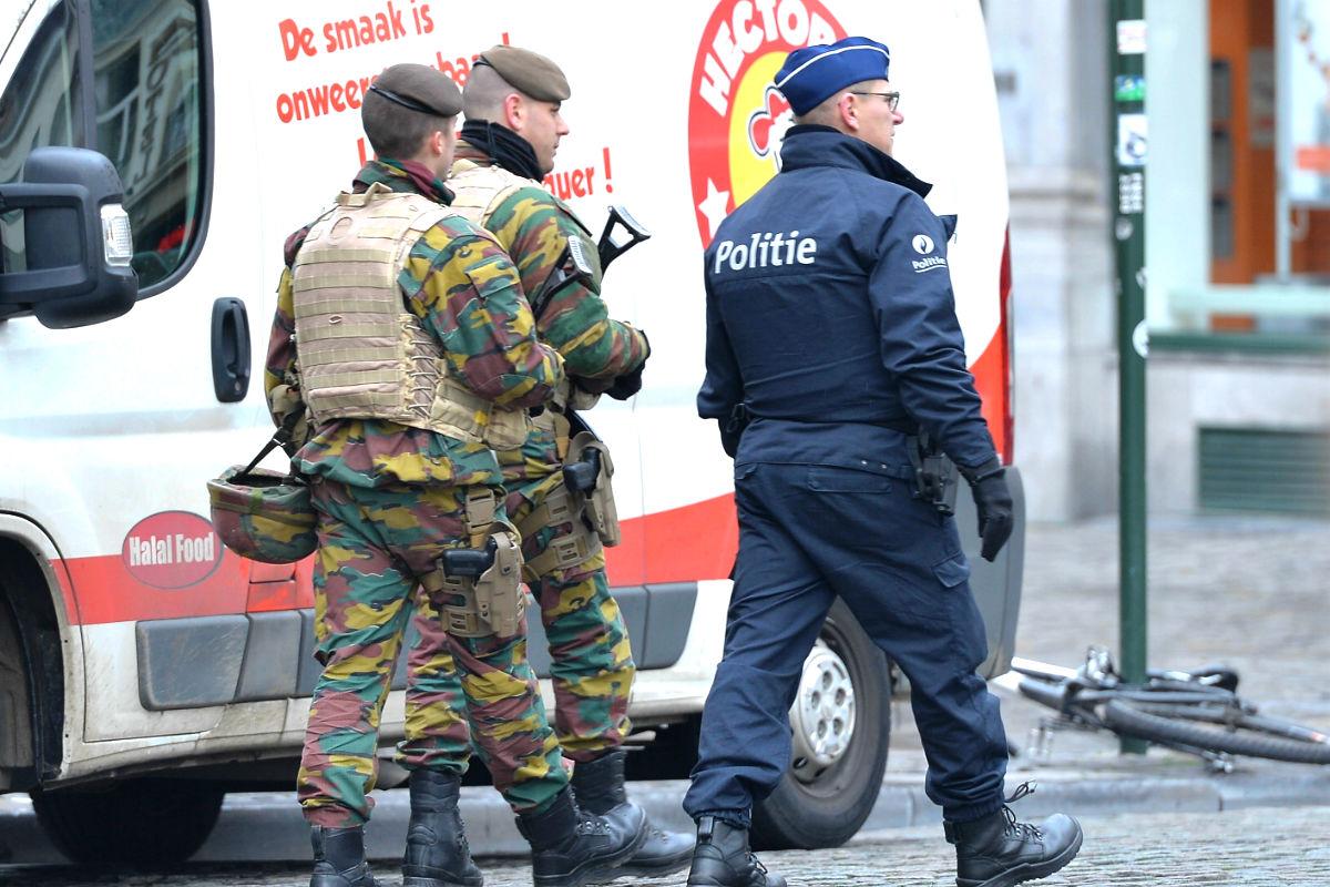 Policías en las calle de Bruselas (Foto: Getty)