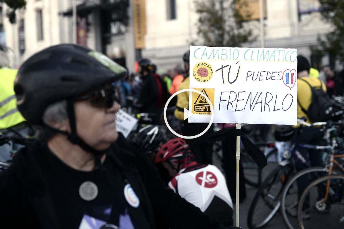 Concentración ciclista en Madrid contra el cambio climático (Foto: Efe)