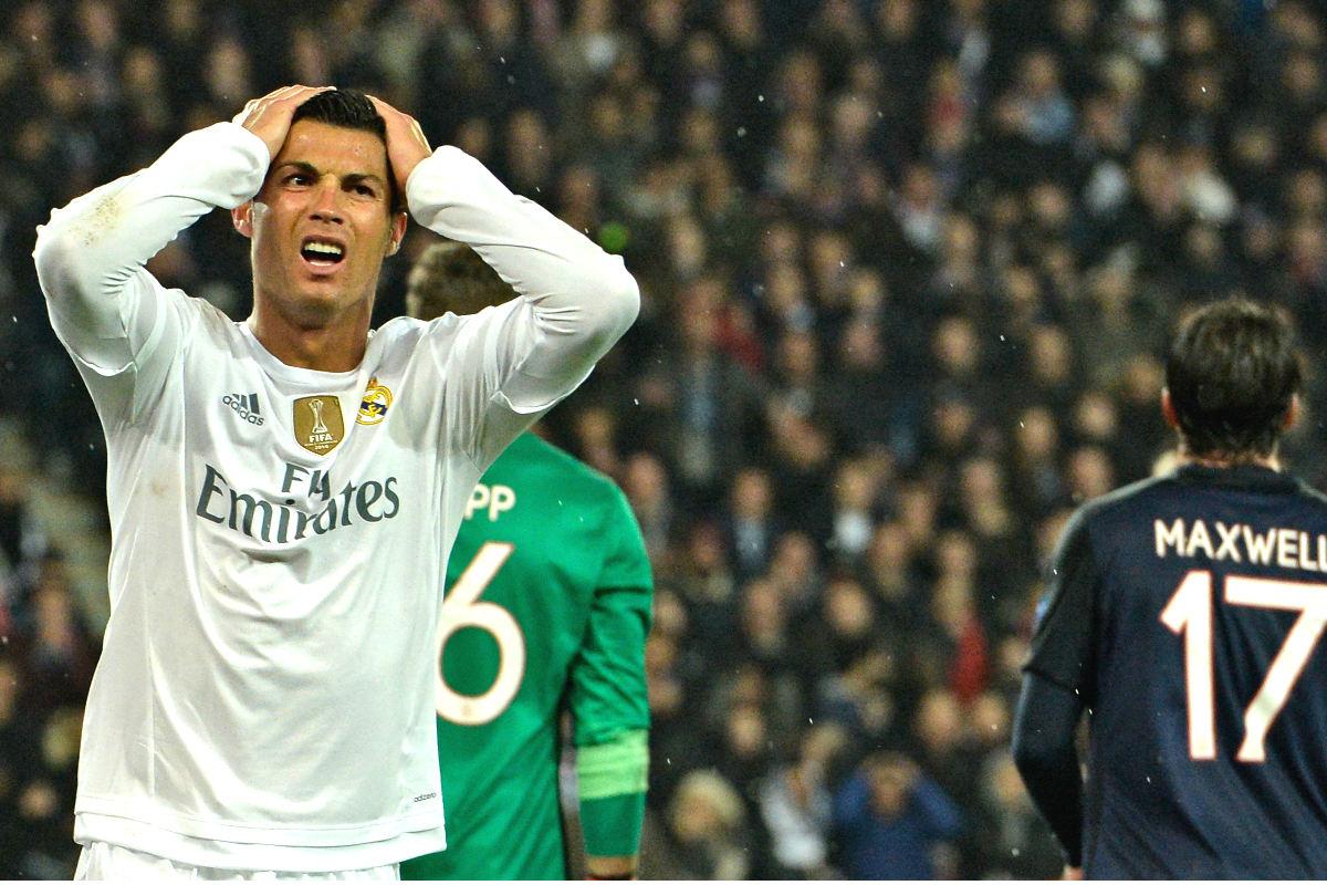 Cristiano Ronaldo se lamenta tras fallar una ocasión en el Parque de los Príncipes. (AFP)