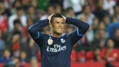 Cristiano se lamenta tras fallar una ocasión en el Pizjuán. (AFP)