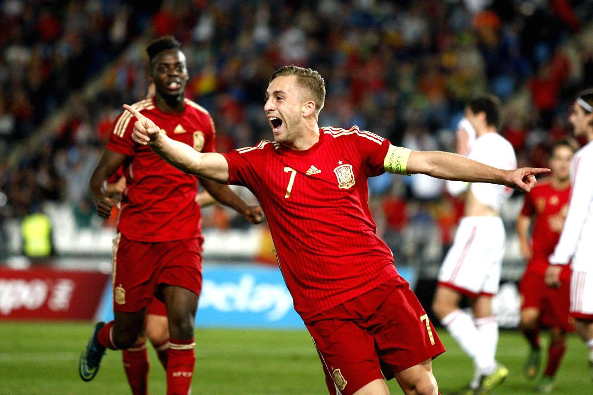 Deulofeu celebra uno de sus goles, con Williams detrás (Foto: EFE)