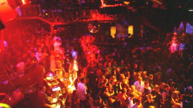 Interior de una discoteca (Foto: Pascal Lotzin con licencia CC BY 2.0).