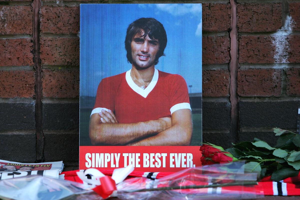 Una imagen de George Best en el exterior de Old Trafford. (Getty)