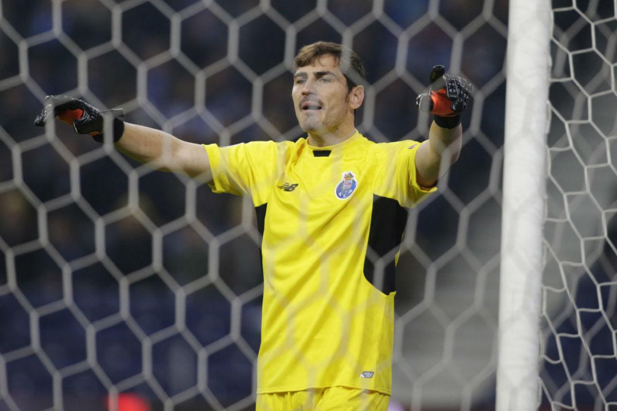Iker Casillas no tuvo su noche contra el Dinamo de Kiev (Reuters)