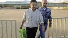 Ignacio Gracia Arregui abandonando la cárcel en 2011.
