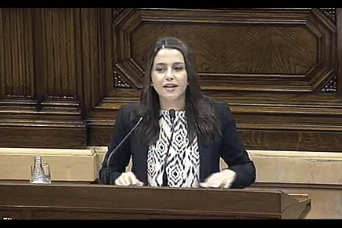 Inés Arrimadas durante su intervención en el Pleno del Parlament.