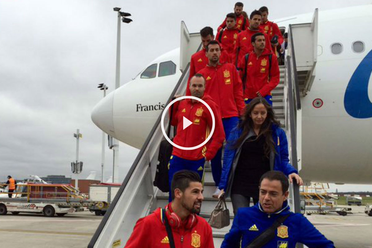 La selección española llegó a Bélgica en estado de alerta (Twitter: @Sefutbol)