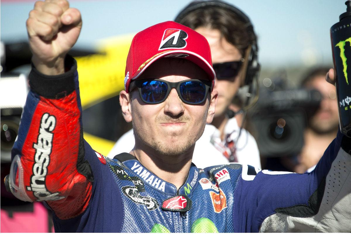 Lorenzo celebra su tercer Mundial de Moto GP en Cheste. (Getty)