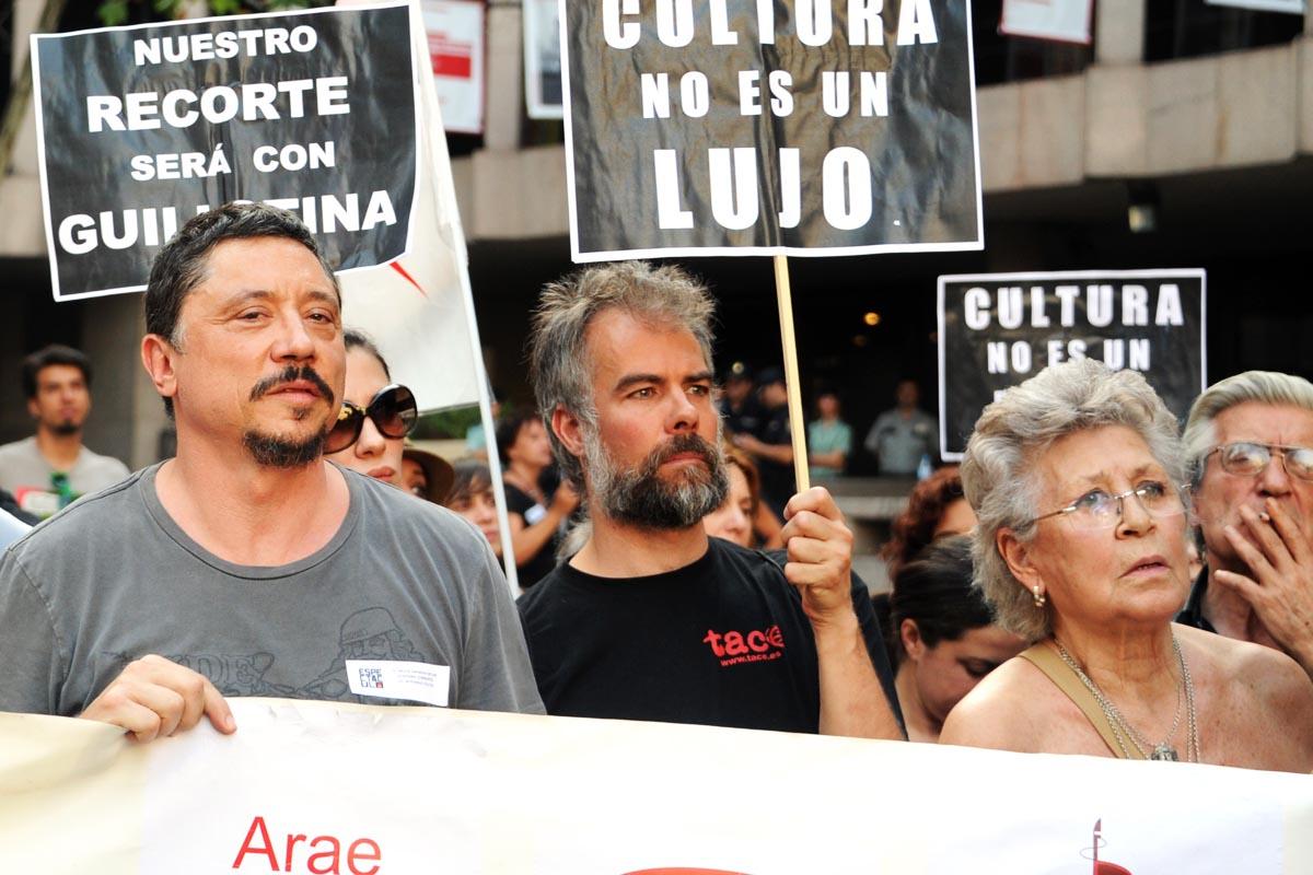 Carlos y Pilar Bardem protestan contra los recortes del Gobierno de Mariano Rajoy. (Foto: AFP)