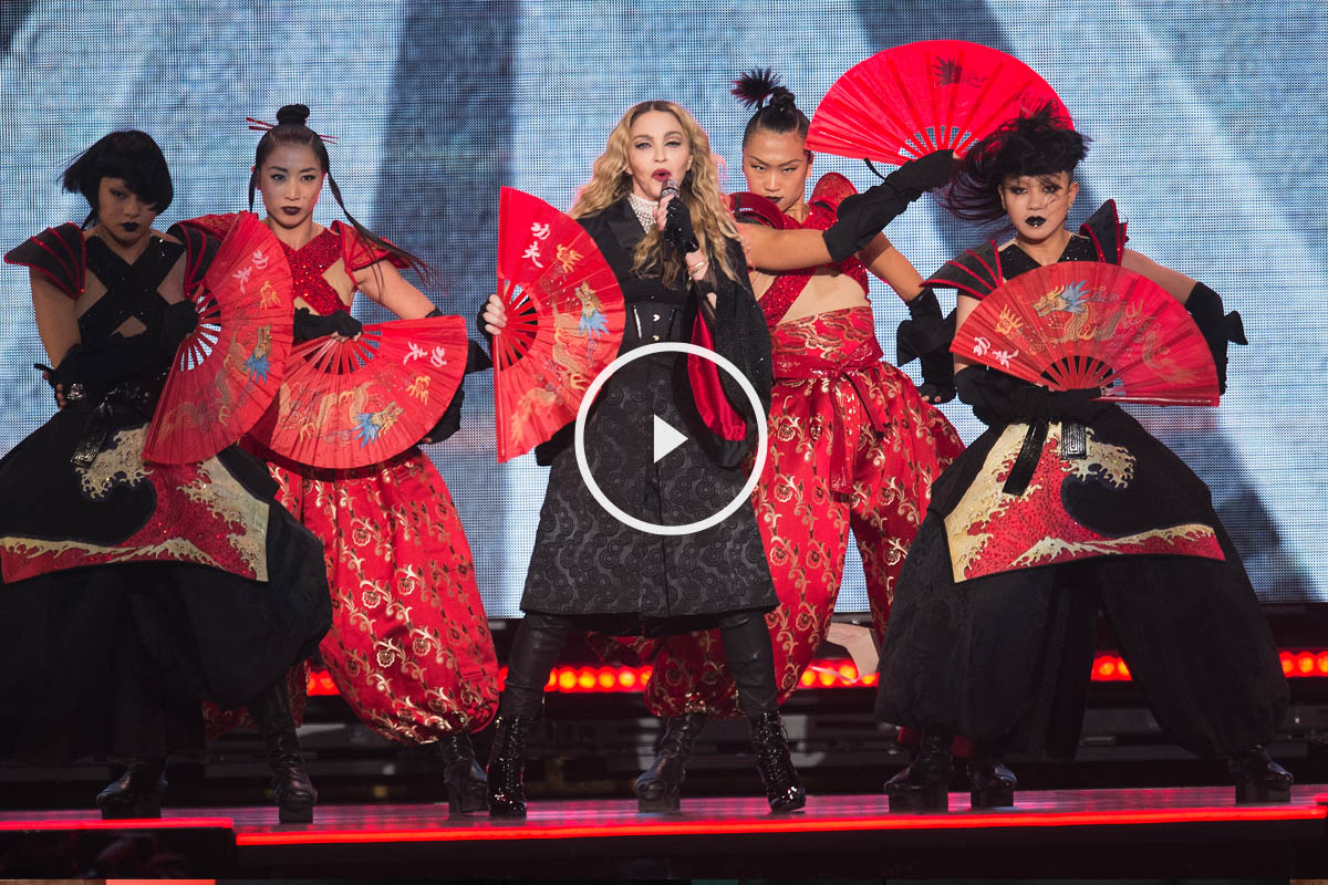 Madonna durante el primero de sus dos conciertos en Barcelona (Foto: AFP)