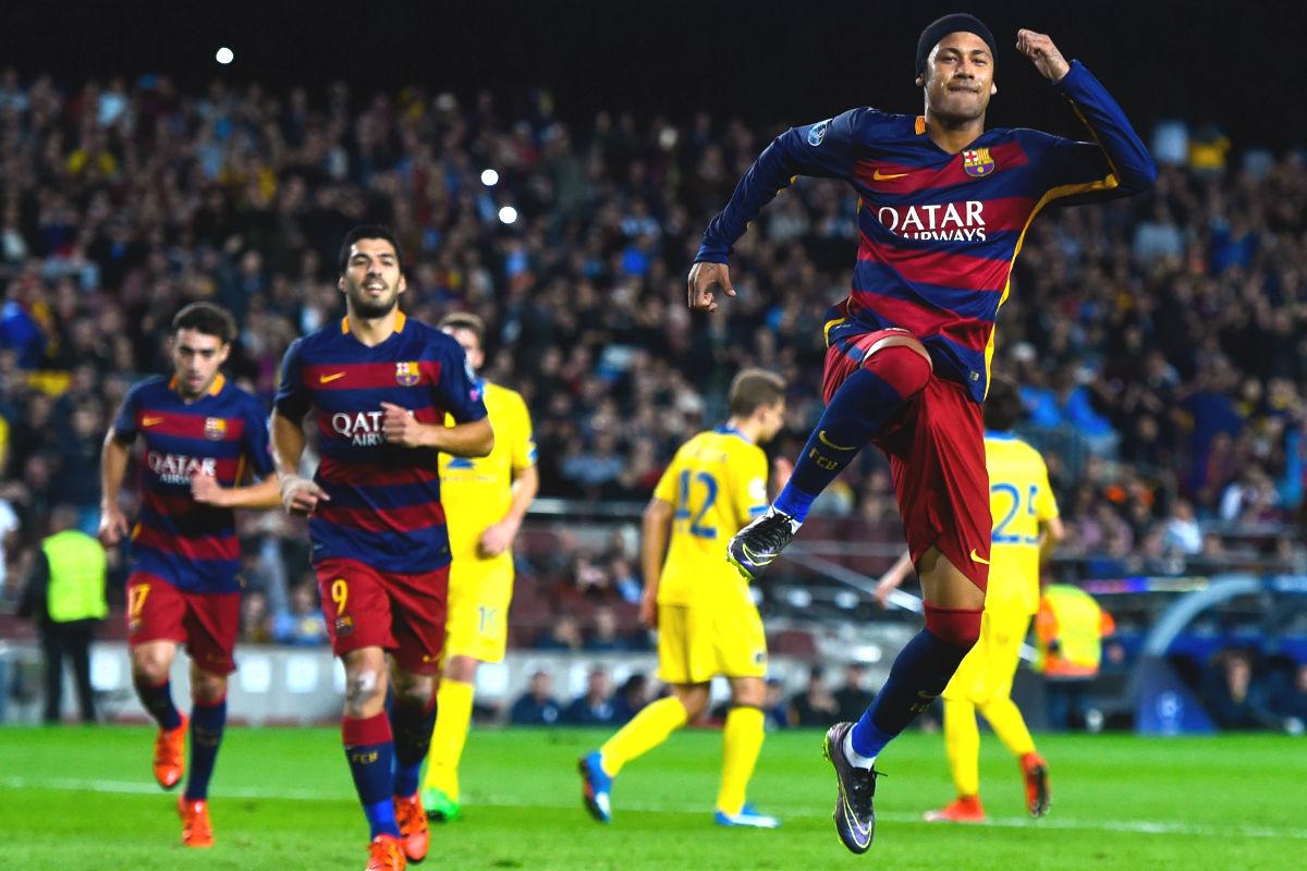 Neymar celebra el primero de los dos goles que marcó ante el BATE. (Getty)