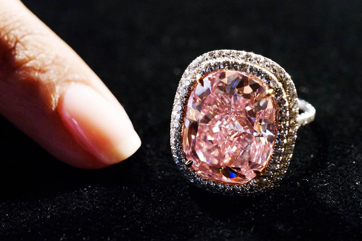 Imagen del diamante rosa que sacará a subasta Christie's. (Foto: AFP)