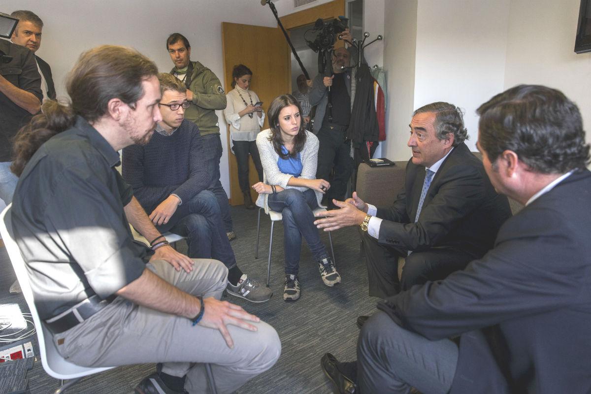 Reunión de las cúpulas de Podemos y CEOE (Foto: EFE).
