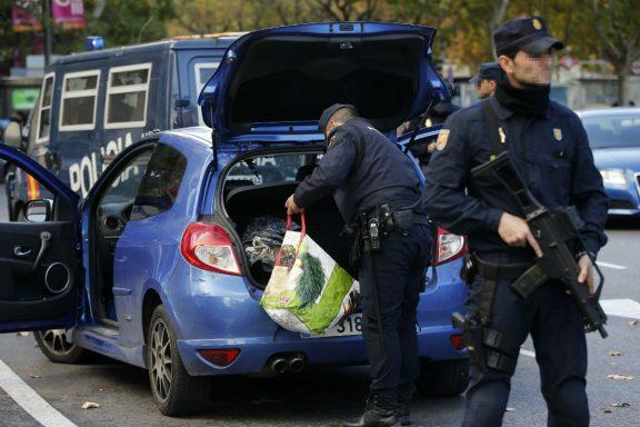 policia-registra-coche