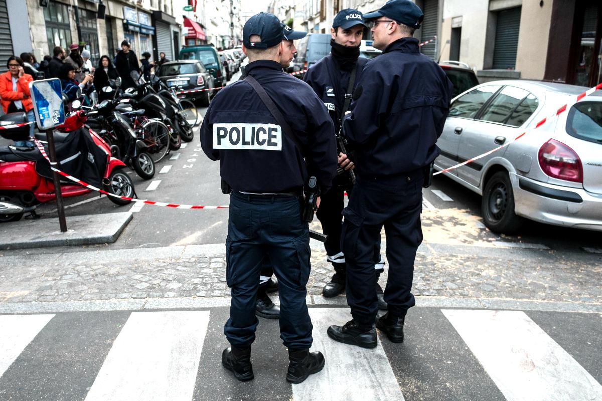 Policías franceses en una calle de París (Foto: Getty)
