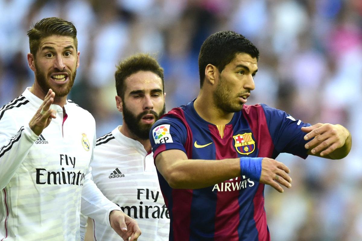 Sergio Ramos junto a Luis Suárez en el último Clásico del Bernabéu. (AFP)