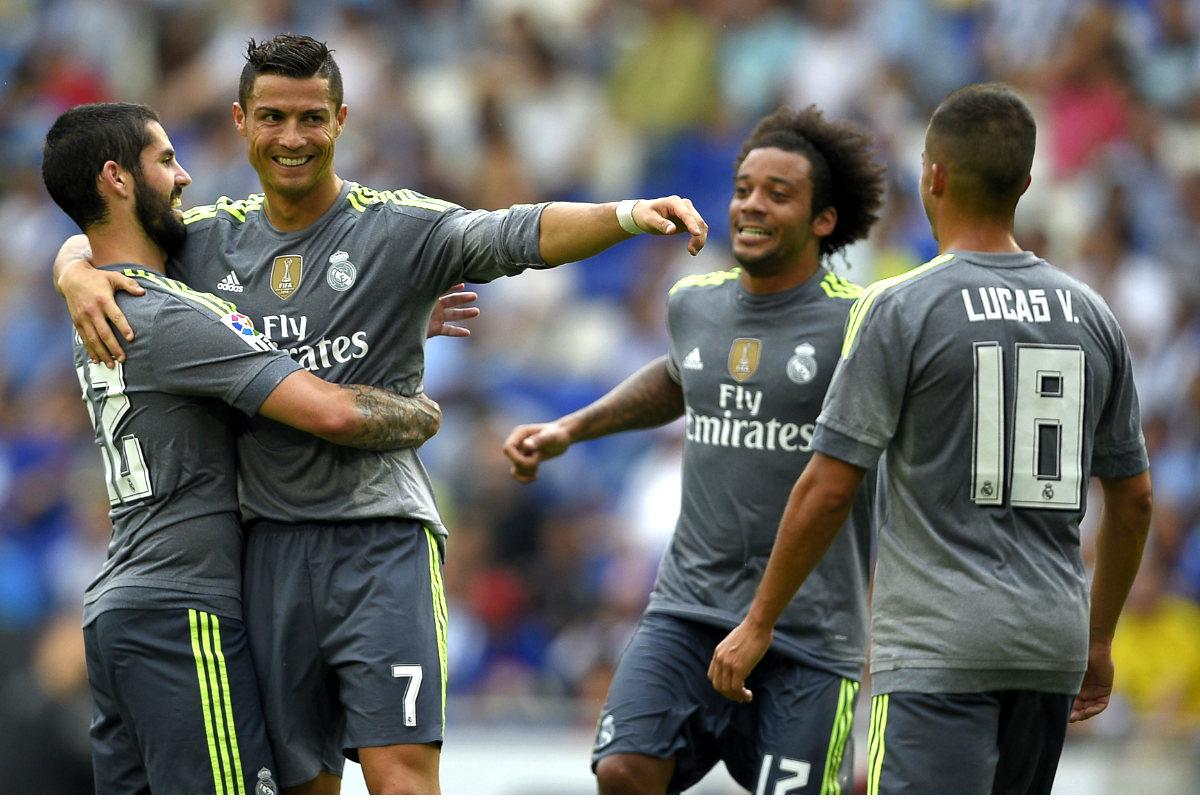 Los jugadores del Real Madrid celebran uno de los goles que consiguieron en Cornellá ante el Espanyol. (AFP)