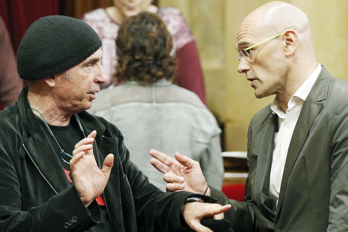 Los ex diputados de Junts pel Sí Lluís Llach y Raül Romeva. (Foto: EFE)