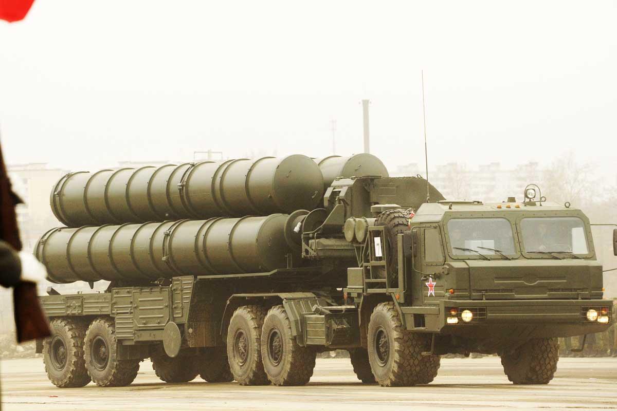 Imagen de una lanzadera de misiles S-300 rusa. (Foto: AFP)
