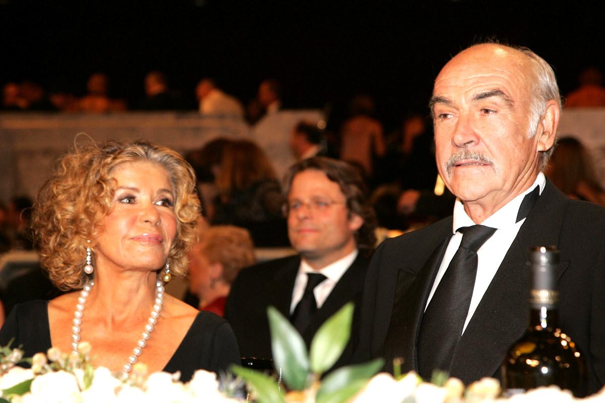 El actor escocés Sean Connery junto a su mujer Micheline Roquebrune. (Foto: AFP)
