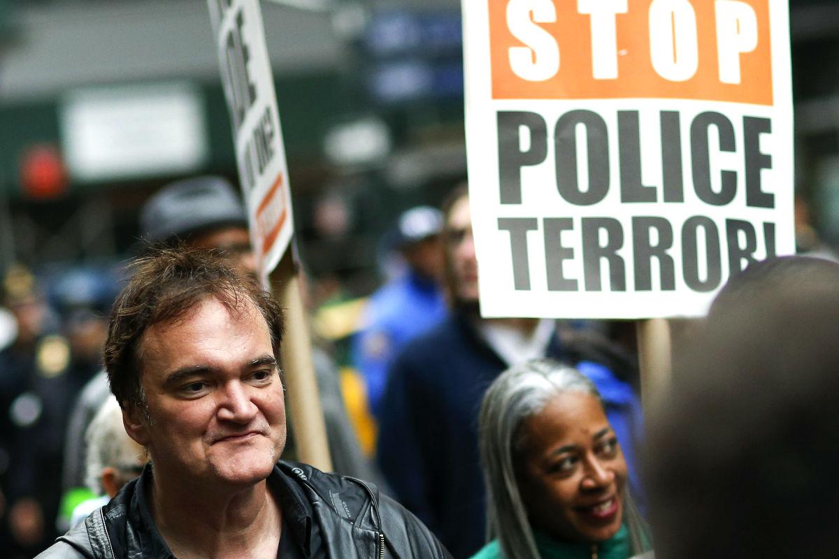 Tarantino en una marcha en Nueva York contra la brutalidad policial. (Foto: AFP)