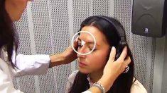 Joven realizando prueba de audición