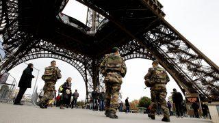 La Torre Eiffel con estrictas medidas de seguridad. (Foto: AFP)