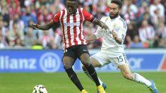 Iñaki Williams controla el balón ante Carvajal en el partido ante el Madrid de la temporada pasada. (AFP)