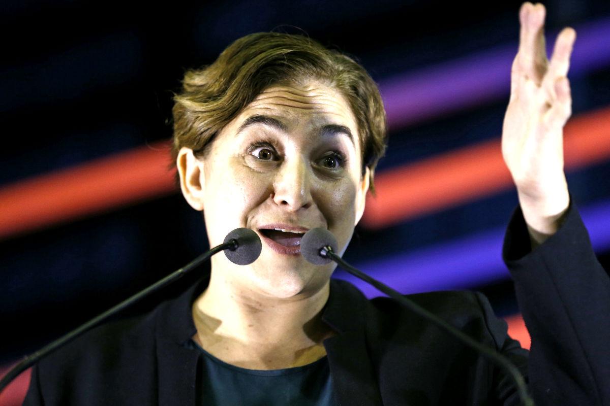 Ada Colau en el mitin de Badalona. (Foto: EFE)
