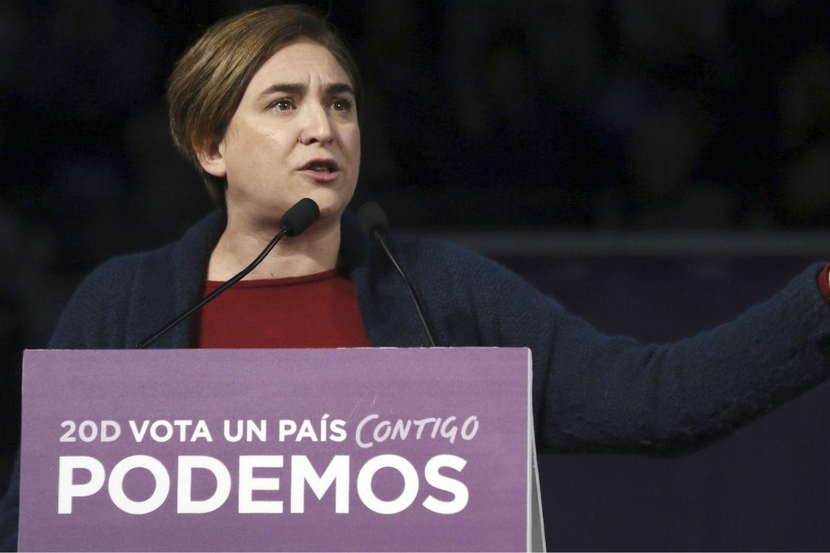 Ada Colau en el mitin central de Podemos en Madrid. (Foto: Efe)